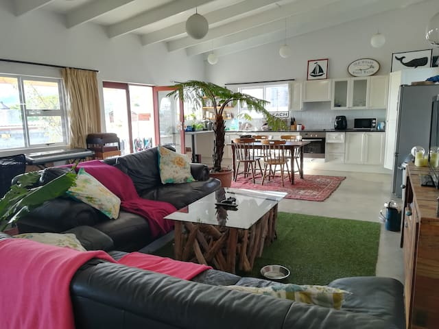 Beautiful 2 Bedroom House in Winelands