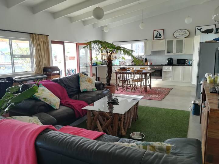 Beautiful 2 Bedroom House in Winelands