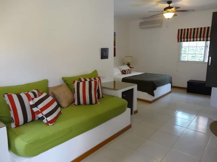 B&B Villa Botero By CM. Grande chambre. 800m plage