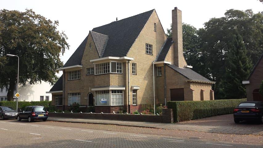 Groot jaren '30 huis in Brabant - Asten - House