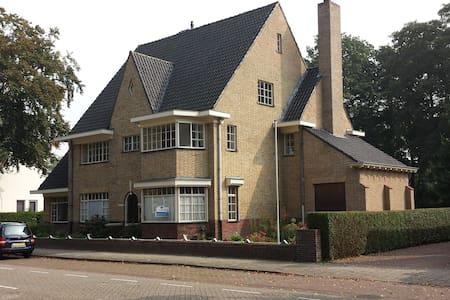 Groot jaren '30 huis in Brabant - Asten