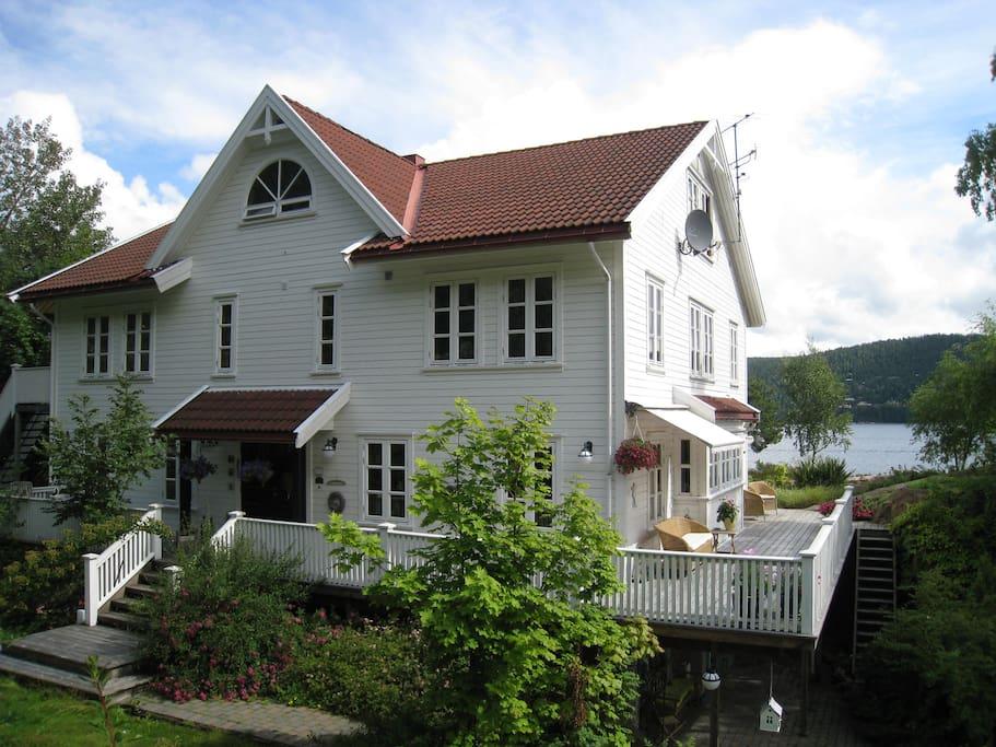 Villa Rørvik med tre utleieleiligheter