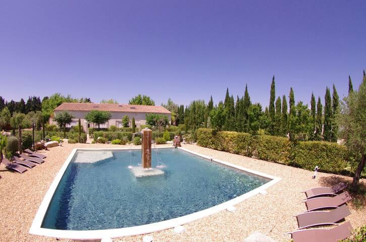 "Appartement ""Baccara"" au calme avec piscine"