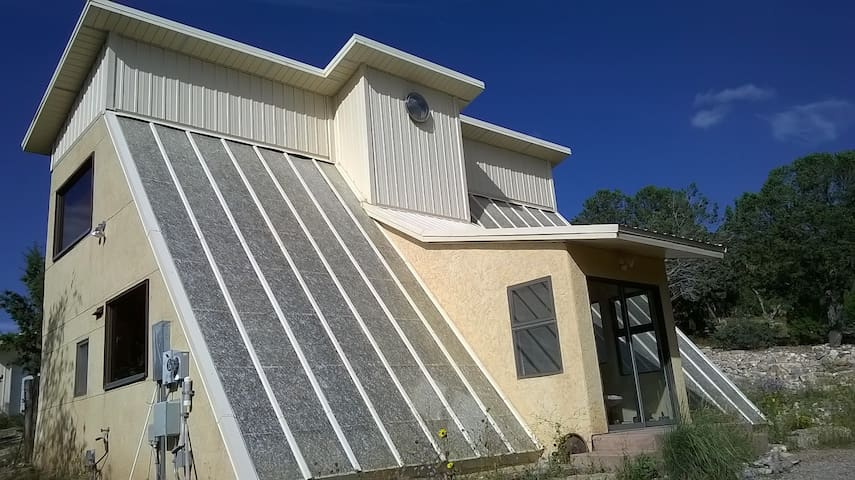Beautiful mountainous solar home! - Sandia Park - House