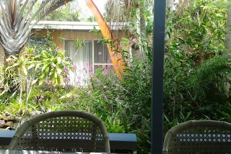 Garden Bungalow - Palm Beach - Bed & Breakfast