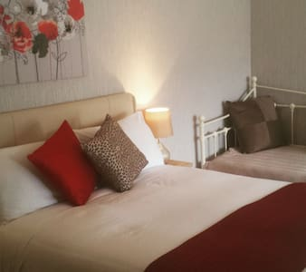 Boutique en-suite bedroom - Bournemouth