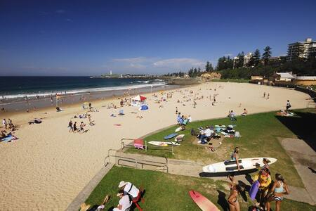 Room w/ ensuite. Beachside location - North Wollongong - 公寓