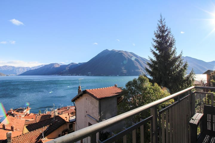Modern apt w/ private balcony, lake Como and mtn views - walk to dining & ferry