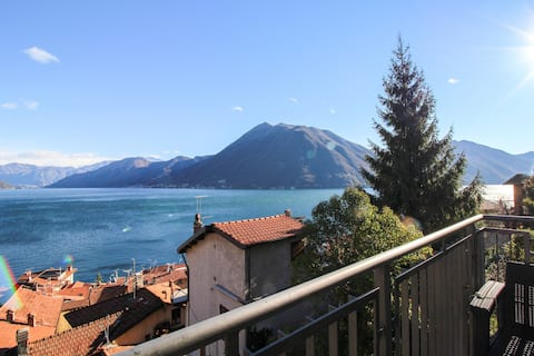 Modern apartment w/ balcony & majestic Lake Como views - walk to dining & ferry!