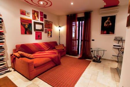 MODERN ROOM NEAR ALBA-BRA (NW ITA) - Santa Vittoria d'Alba - アパート