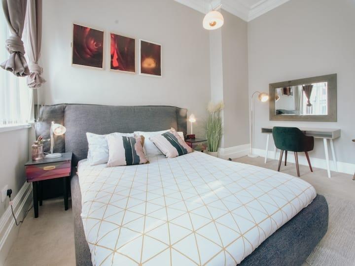 Bessemer 1 · Modern Apartment with Netflix/free parking.