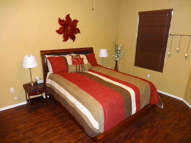 Queen pillow top bed with extra linens.