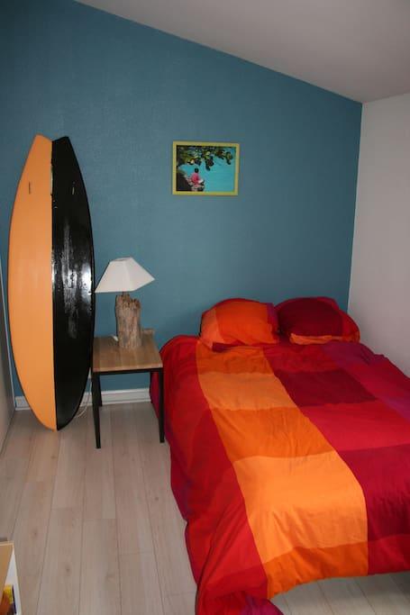 Des chambres décorées avec lits doubles