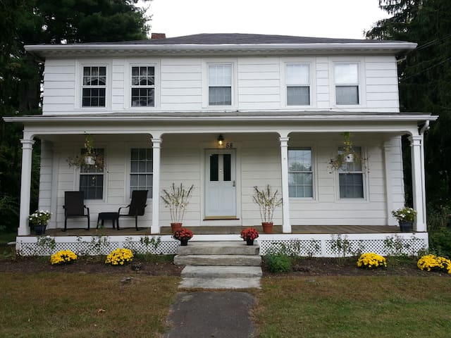 Lovely 3 RoomApt. w/PrivateEntrance - Amherst - Apartment