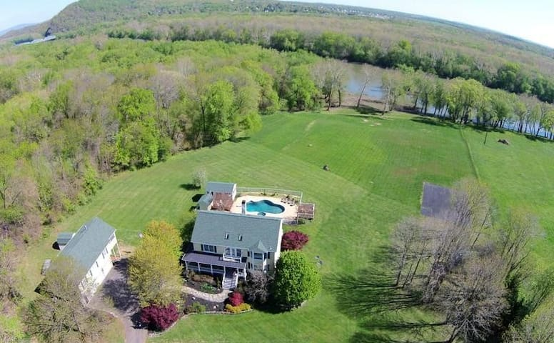 Outdoor: 10 acres on the Potomac!  Guest house is on the Left.