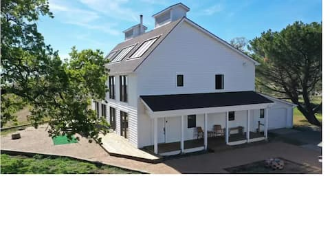 Earthship like Farmhouse in Stallion Springs!
