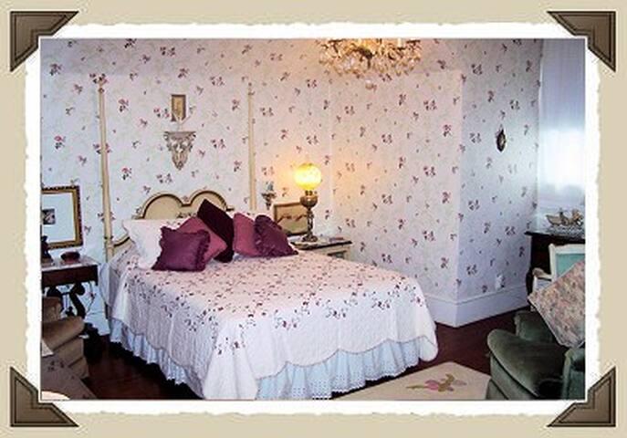 Annie Mae's Suite with ensuite bath