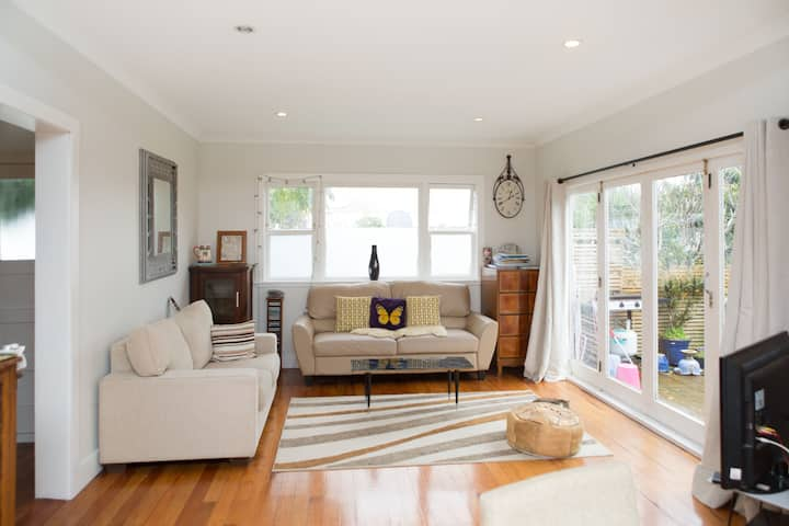 2 Large lovely rooms in bungalow