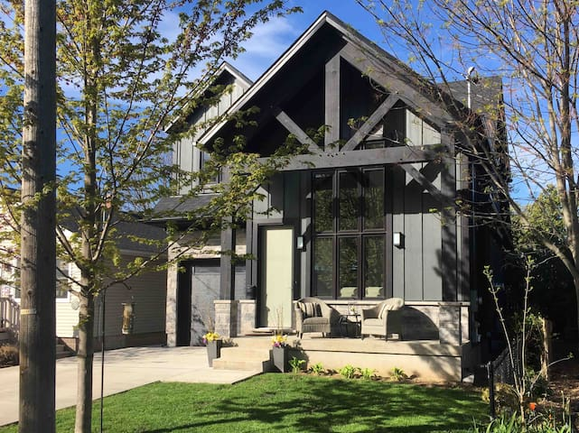 Timber Suite - Niagara - Relax and Explore