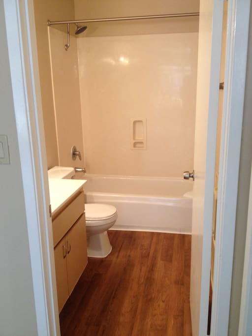Main bathroom with shower and tub