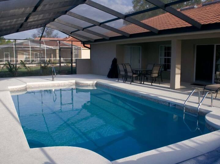 4-bedroom villa with free pool heat