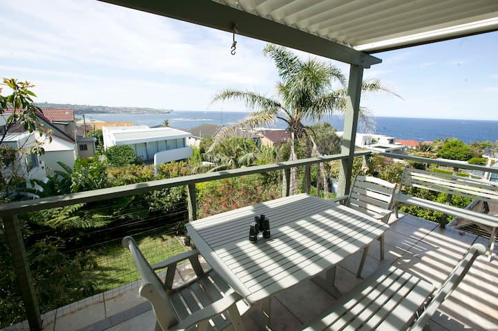 Family Holiday Home with Sea Views - South Coogee - Rumah