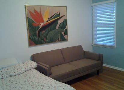 Private Bedroom in 3 Bedroom house - Los Angeles