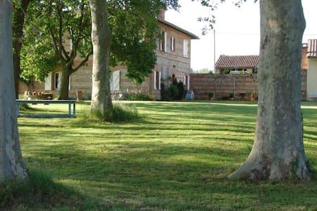 Chambre dans une ferme avec vue sur les Pyrénées
