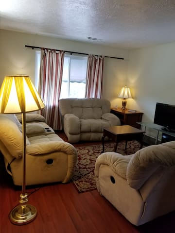 One Bedroom King APT Clean Quiet and Comfortable.