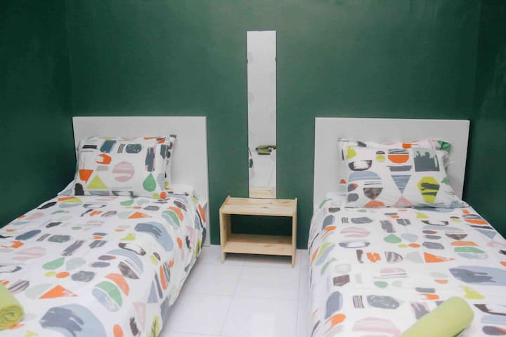 2nd bedrooms with 2 single beds