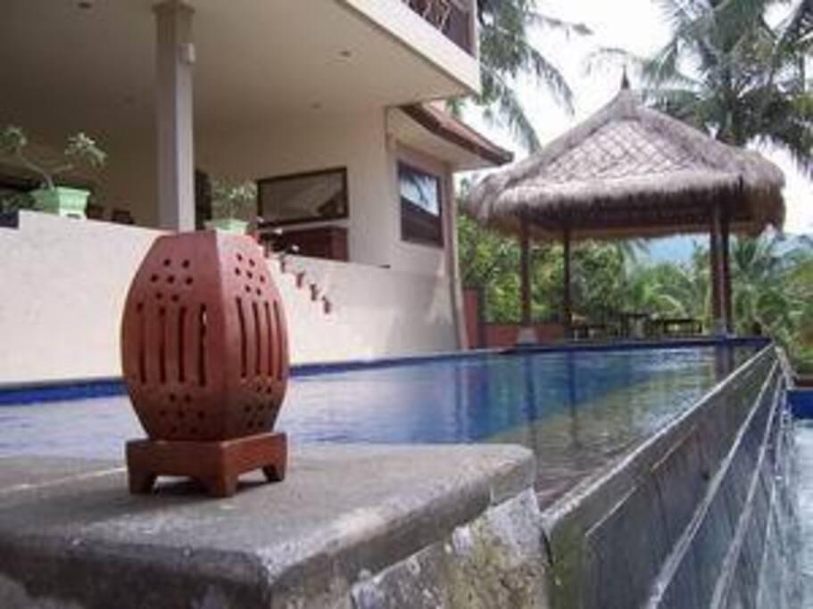 Private infinity pool in Villa Kopi