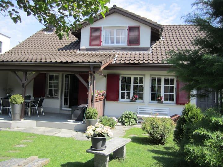 OTIUM- SONNENBLUME Cosy garden studio near Lucerne