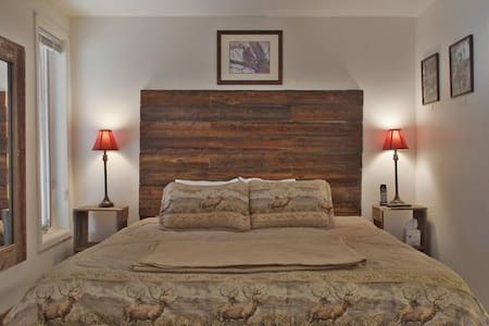 One Bedroom Jacuzzi Suite In Newly Refurbished Historic Lodge. - Green Mountain Falls - Egyéb