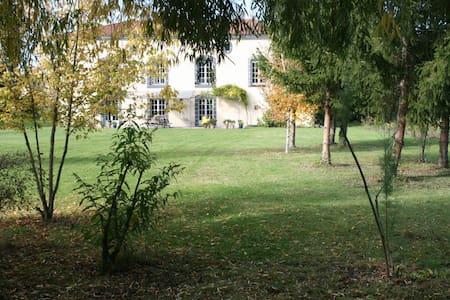 Propriété au milieu d'un grand parc - Riom - House