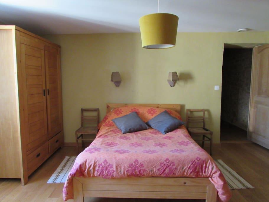 Votre chambre, claire et spacieuse.