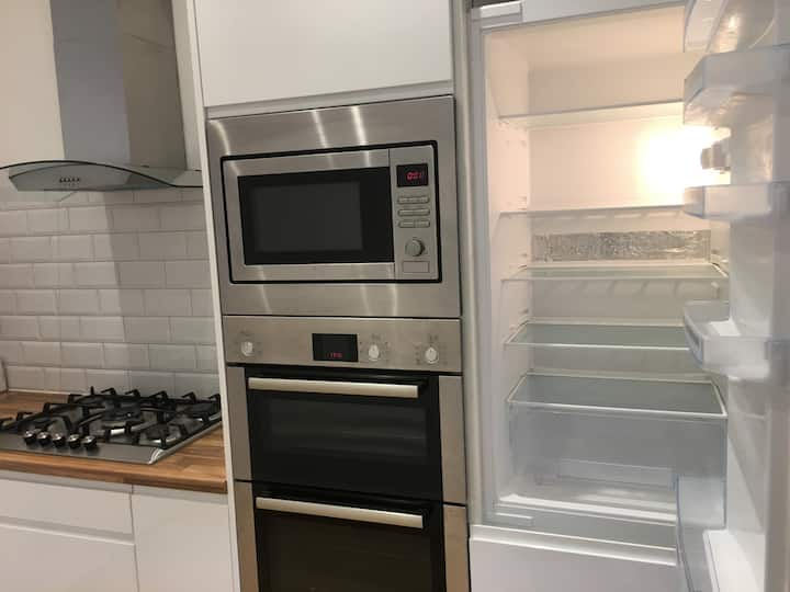 Immaculate 2Bed New Throughout  PrivateGarden W6