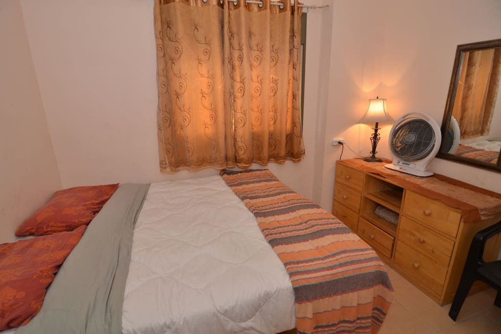 Couples room, can be two single beds or a queen size bed