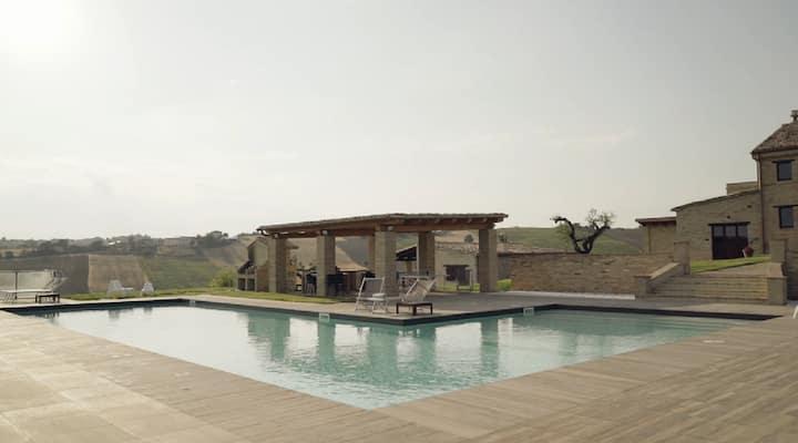 In villa con piscina Piccolo e confortevole