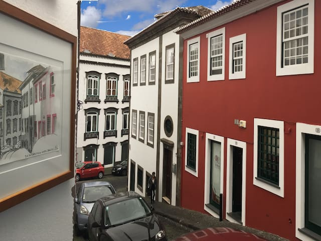 Traditional House-In the heart of old Angra - Angra do Heroísmo - Hus