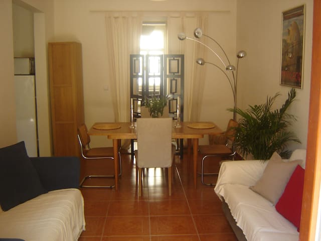 City centre flat with sunny garden  - Praag - Appartement