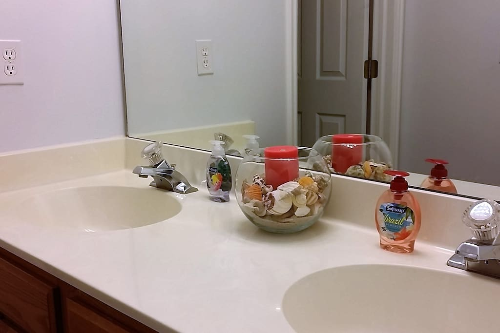 Bath shared with Garden Room