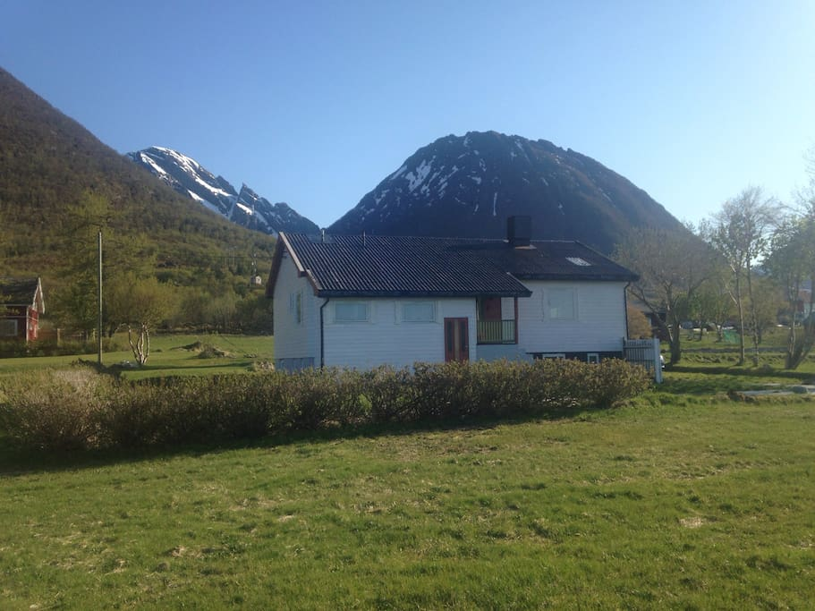 The house is located between the sea and several mountains, with direct access to everything the Lofoten islands have to offer.