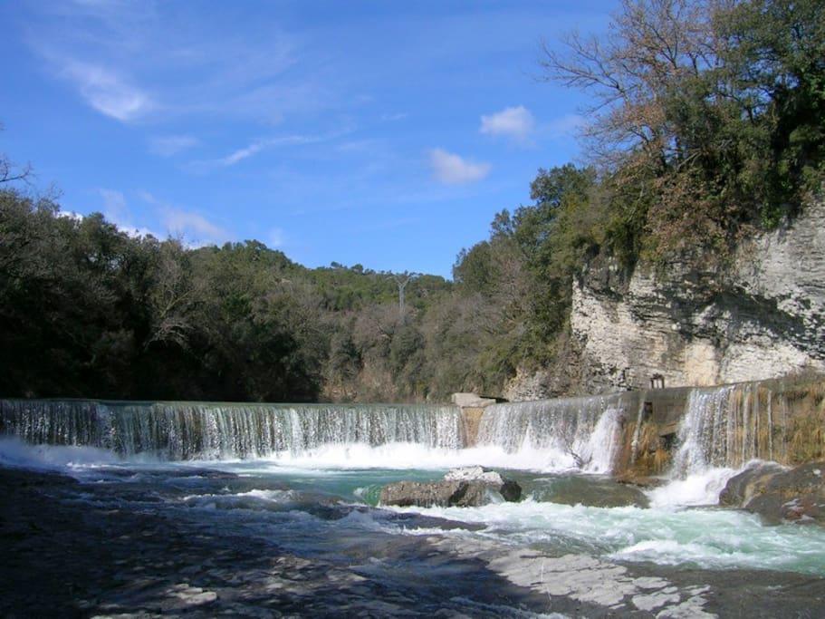 River at Casa Ananda - Río con cascada en la misma finca con acceso privado