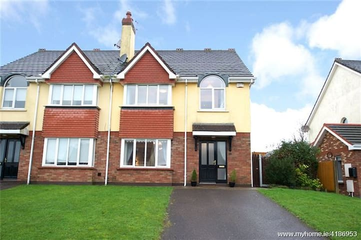 Entire 7 Bed (4 Bedroom) Home Douglas/Rochestown