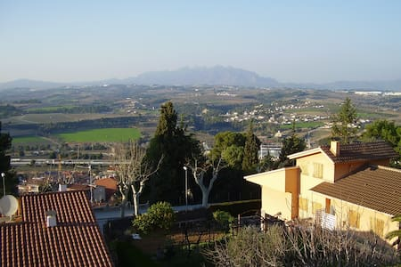 Quiet garden house 2 bedrooms Penedes 32 km to BCN - Gelida - Hus