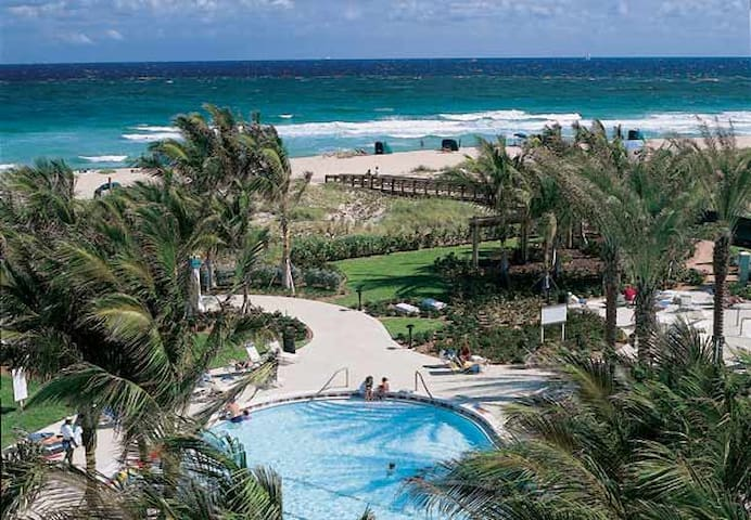 Beachfront Tropical Paradise - I - Palm Beach Shores - Daire