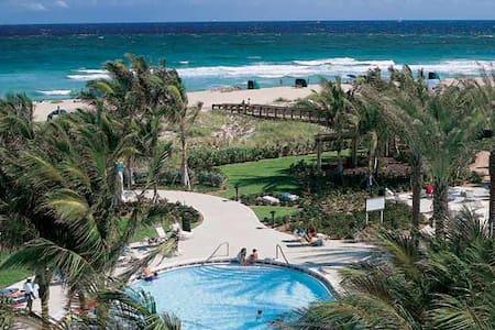 Beachfront Tropical Paradise - I - Palm Beach Shores - Pis