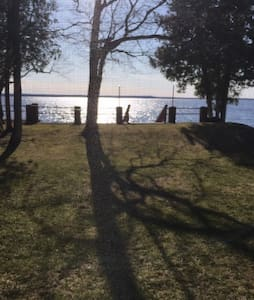 OAK BLUFF COTTAGE (Indian Lake) Manistique, MI: Sleeps 4, Private Dock, Wi-Fi