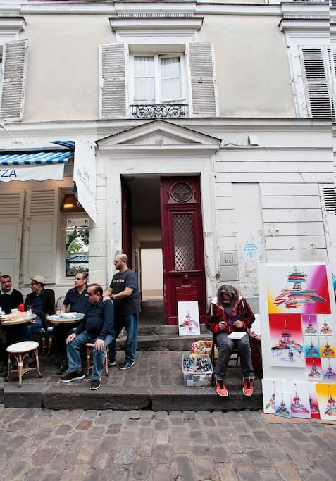 Situated in a typical old Parisian building dating from the 1700s, the area lends itself to romantic walks, great restaurants, and great views of the city. Further down the hill, to the south is the rue des Abbesses where you can find small cafes and shop