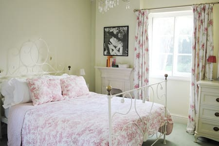 Victorian Villa House - Double Room/King Size Bed - Tetbury